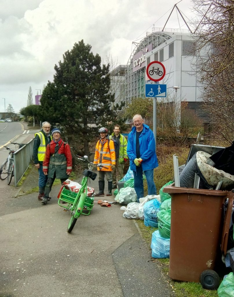 Litter pickers with cleared litter in at Galleria Hatfiedl